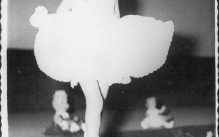 Menina desfilando no Cinema. 1960-1969