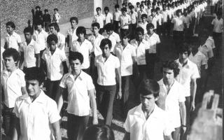 Desfile de estudantes uniformizados. 1970-1979