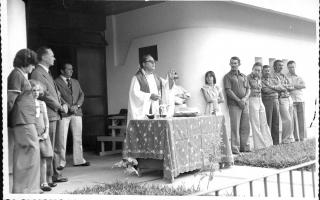 'Inauguração da Delegacia de Polícia com missa celebrada pelo Padre Marques, visti na foto acompanhado por Ieda, Diogo, Zé Maria, Raimundo, Marconi Senna 1975 a 1979