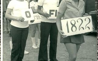 Neta e Conceição em desfile pela Rua Tiradentes, em frente à Cooperativa 1960  a 1979